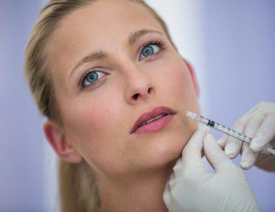 female patient receiving botox injection face 107420 74094 540x417 - تزریق - بوتاکس