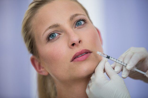 female patient receiving botox injection face 107420 74094 e1631949405874 - مقالات