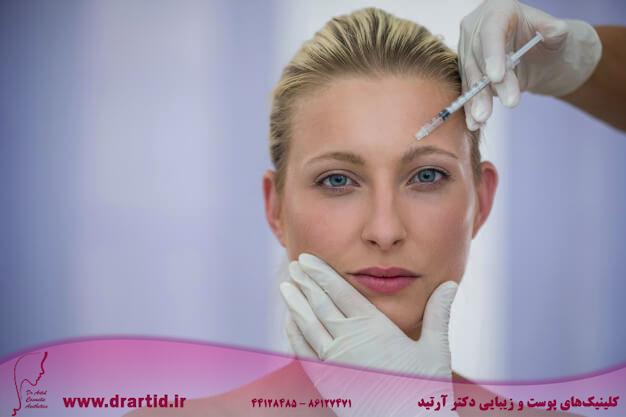female patient receiving botox injection forehead 107420 74095 - تزریق - بوتاکس