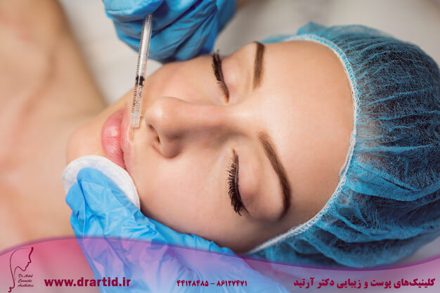 female patient receiving injection her face 107420 65645 - تزریق - ژل (فیلر)