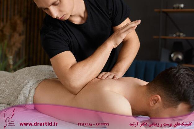 masseur makes massage 141858 682 - ماساژ