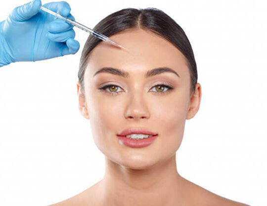 portrait attractive young woman receiving botox treatment 93675 5295 2 540x417 - تزریق - بوتاکس