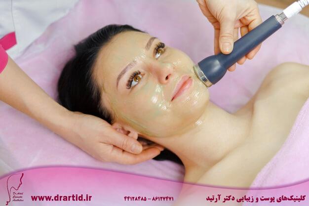 professional woman using ultrasound machine 1208 319 - مراقبت پوستی
