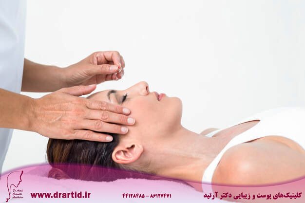 relaxed woman receiving acupuncture treatment 13339 279936 - طب سوزنی
