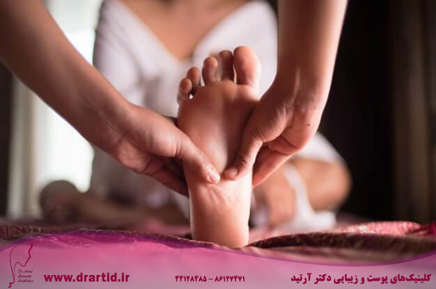 woman getting foot massage 1286 34 - ماساژ