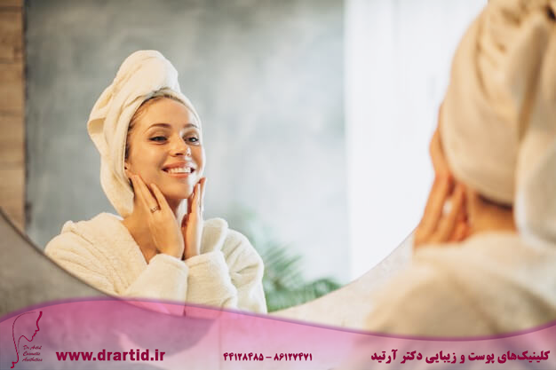 woman home applying cream mask 1303 24618 - مراقبت پوستی