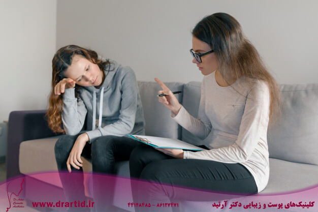 young woman professional psychologist talking with teenager girl 116407 2454 - مشاوره روانشناسی