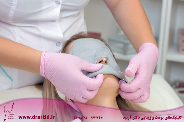 young woman receiving facial cleansing treatment 170532 1920 - مراقبت پوستی