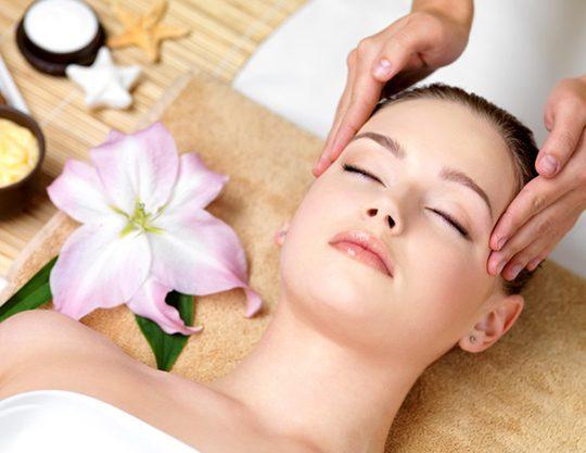 beautiful young woman having spa massage head beauty salon indoors 186202 3543 1 540x417 - دورههای آموزشی