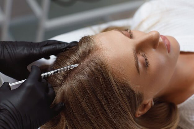 doctor cosmetologist making mesotherapy injections woman s head stronger healthier hair 302872 151 - دوره آموزشی مزوتراپی