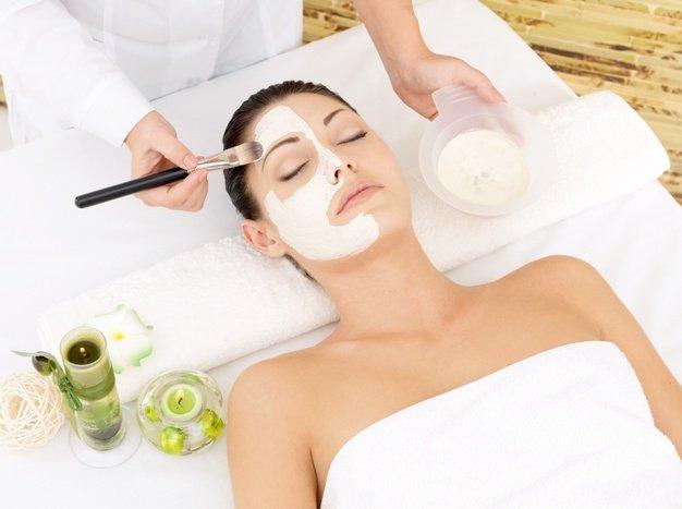 young woman spa salon with cosmetic mask face high angle photo 186202 4342 - دوره آموزشی مراقبت پوستی، اسکین کر و فشیال کامل