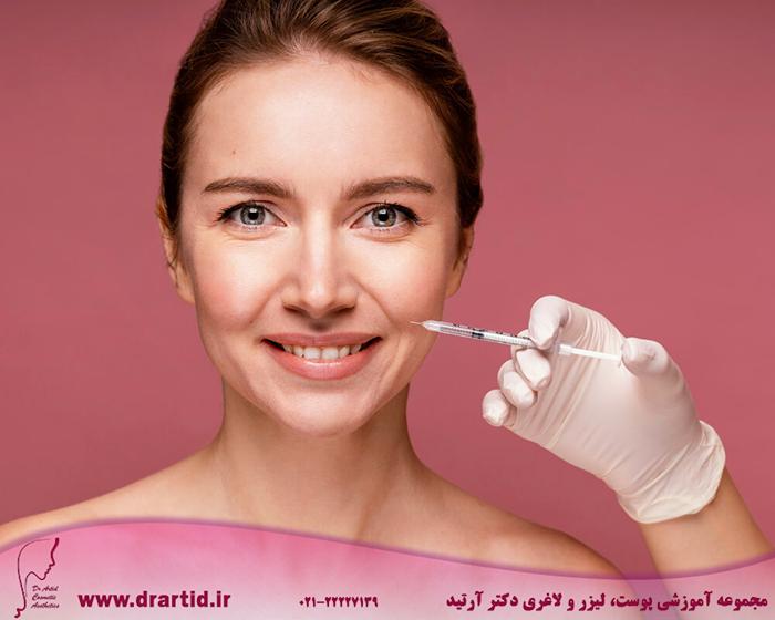 beautiful woman having her face injected - آموزش تزریق فیلر (ژل)