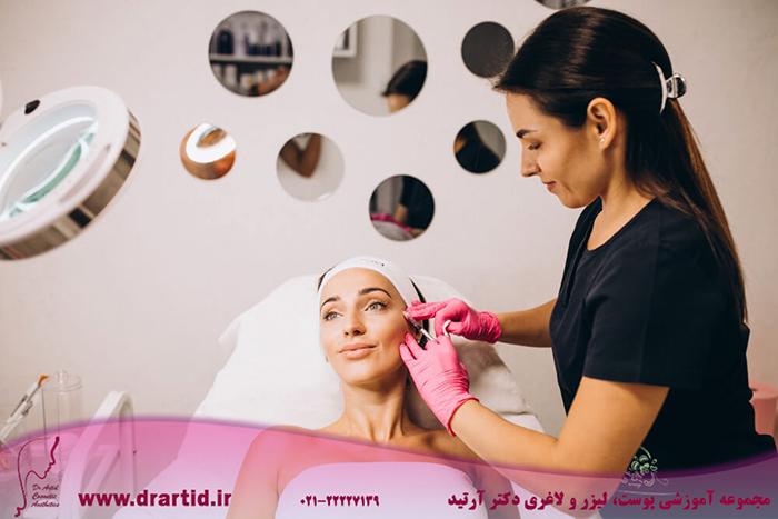 cosmetologist making injections face woman beauty salon - آموزش تزریق فیلر (ژل)