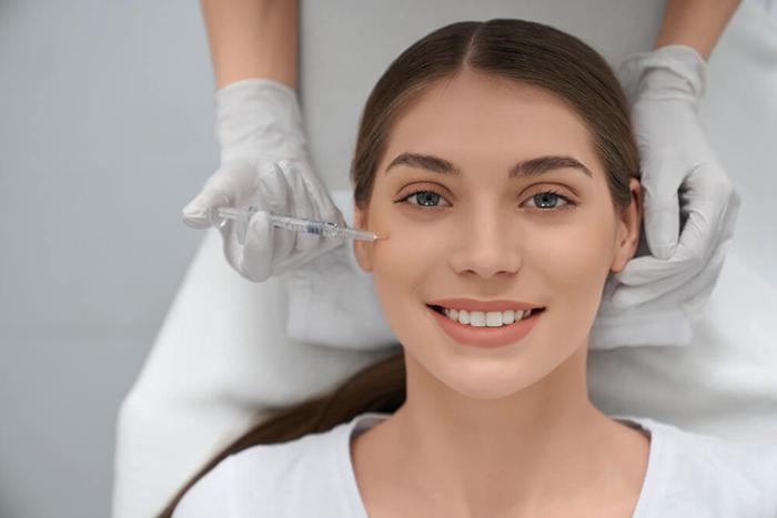 woman doing procedure improvements face skin - مقالات