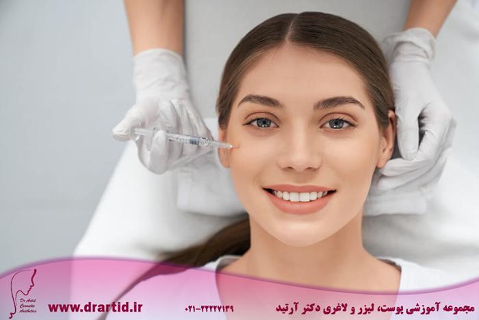 woman doing procedure improvements face skin - آموزش تزریق فیلر (ژل)